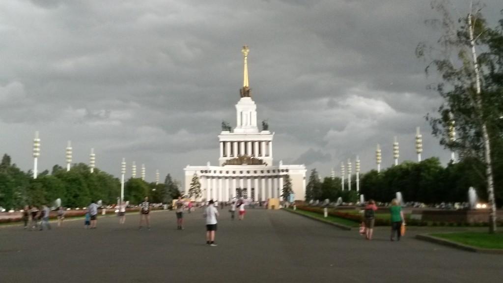Dziwny sowiecki park rozrywki, do którego trafiliśmy. Nadeszła burza i biegnąc w panice d o metra, poczułam się jak w amerykańskim filmie katastroficznym